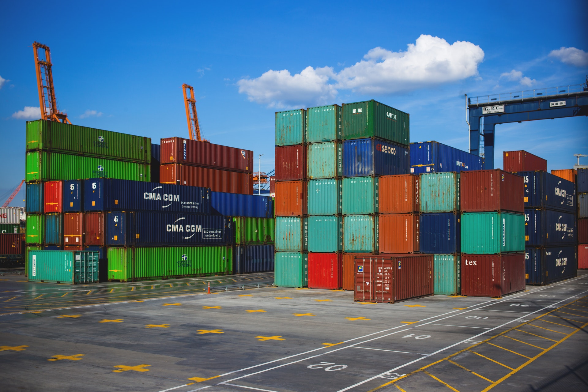 containers-at-port